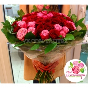 51 роза: розовые + красные