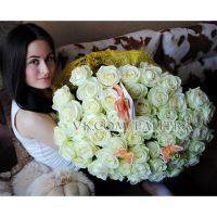 51 белая роза «Вайт Наоми»