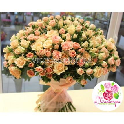 101 кустовая роза: кремовая + розовая