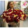 101 роза: красные + кустовые розы микс