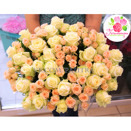 51 роза: белая + кустовая кремовая