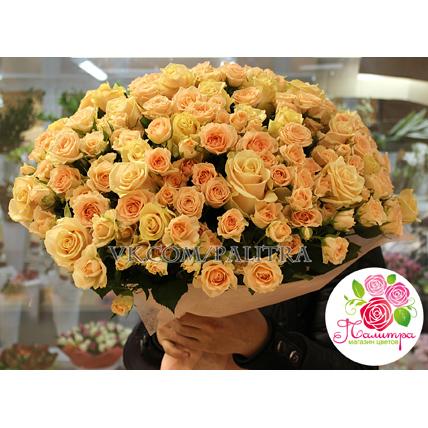 51 роза: кремовые + кустовые