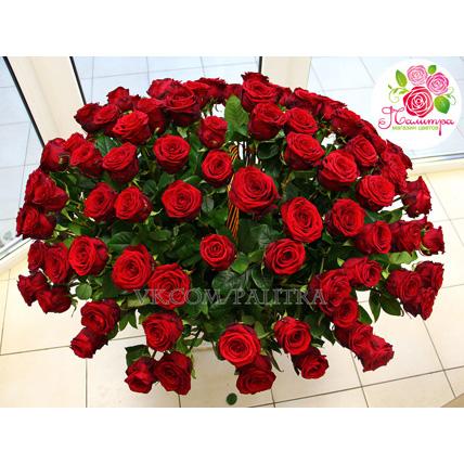 Корзина из 101 красной розы « Ред Наоми »