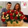 Корзина из 51 розы: красная + кустовая