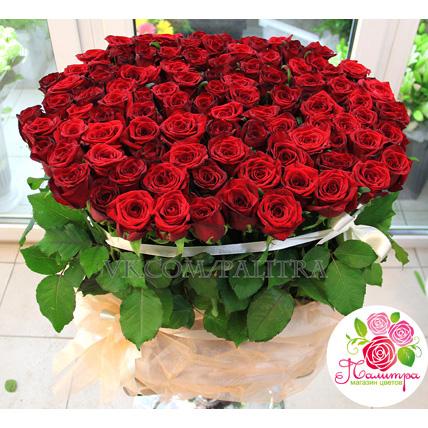 Корзина  из 101 красной розы «Ред Наоми»