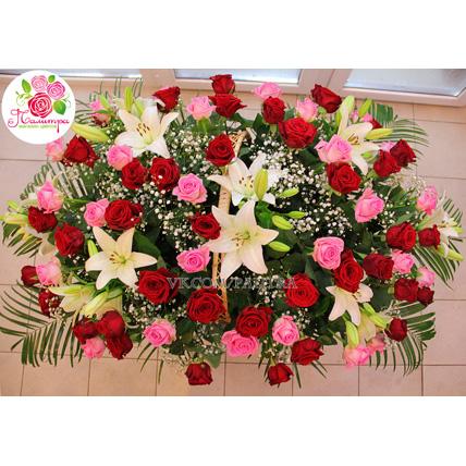 Корзина большая с лилиями, розами