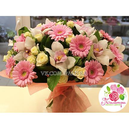 Букет с орхидеями, кустовыми розами и герберами