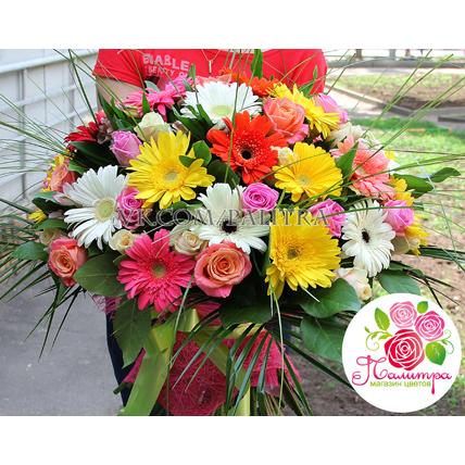 Букет с герберами, розами и альстромериями