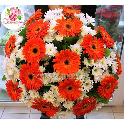 Букет с хризантемами и герберами