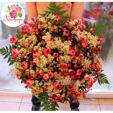 Ромашки и кустовые розы