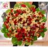 Букет с ромашками и кустовыми  розами