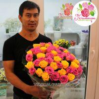 51 роза: желтые + розовые