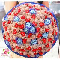 Большой букет из 55 игрушек «Me to you» + розы