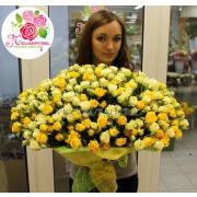 101 роза  кустовая: белые + желтые