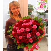 51 роза:  розовая + красная