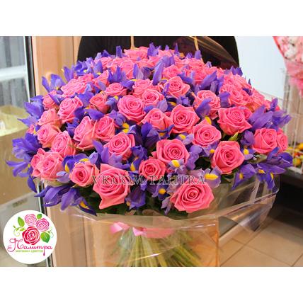 101 розовая роза + ирисы