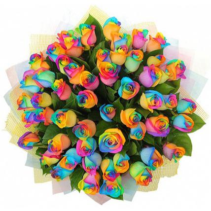 59 радужных роз с оформлением