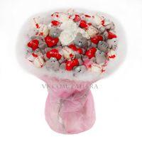 Букет из 15 мишек «Me to you» и 11 конфет «Рафаэлло» розовый
