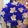Букет из 59 синих роз и орхидей «Цимбидиум»