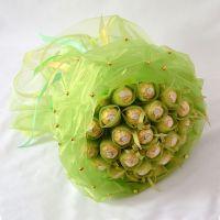 Букет из 19 конфет «Ферреро» зеленый