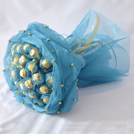 Букет из 19 конфет «Ферреро» голубой