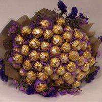 Букет из 49 конфет «Ферреро» сиреневый со статицей