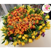 Корзина из 301 тюльпана в форме сердца