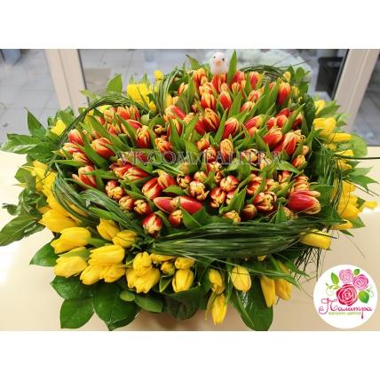 201 тюльпан в форме сердца в корзине