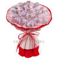 Букет из 19 киндеров красно-розовый
